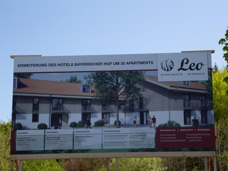 Bautafel Leo Apartments Miesbach